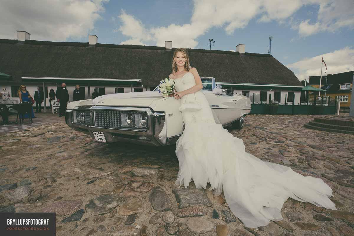 bruden udenfor hovborg kro