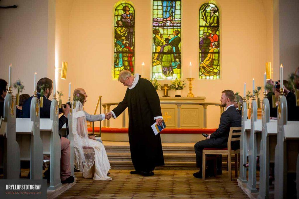 Vedbæk Kirke præst