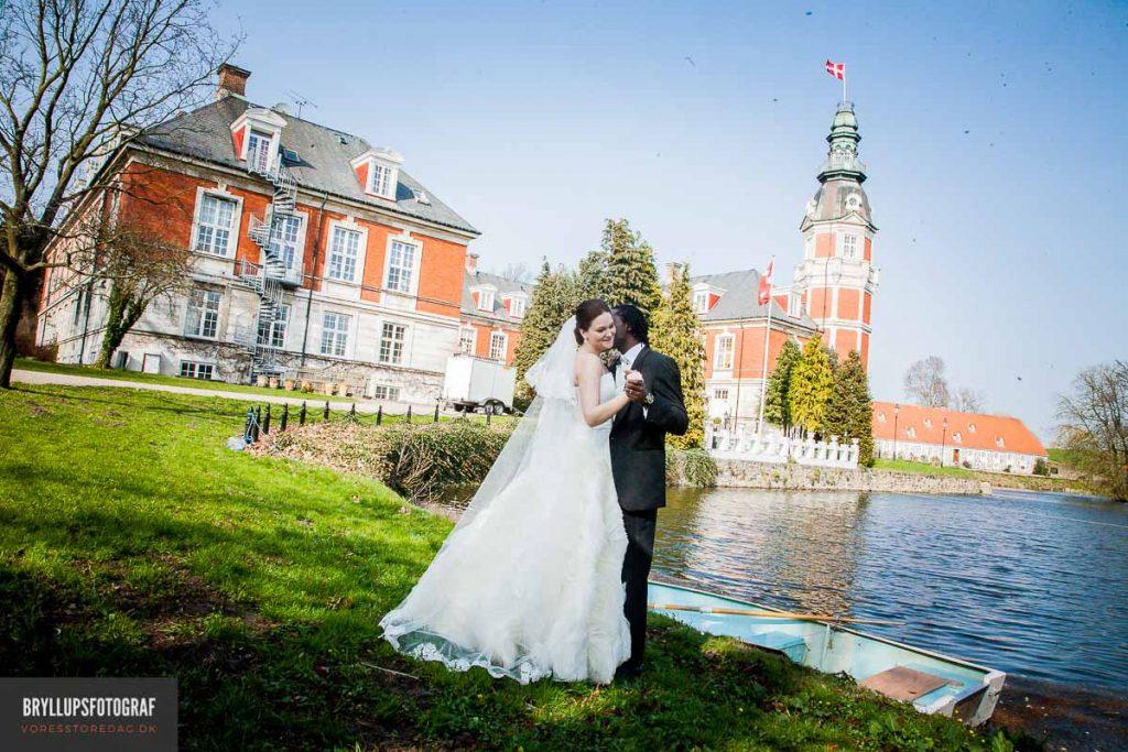 Brudeparret valgte at blive viet på Hvedholm Slot