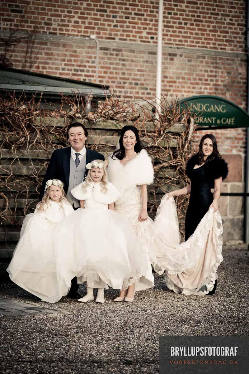 brud med far og brudepiger valdemar slot