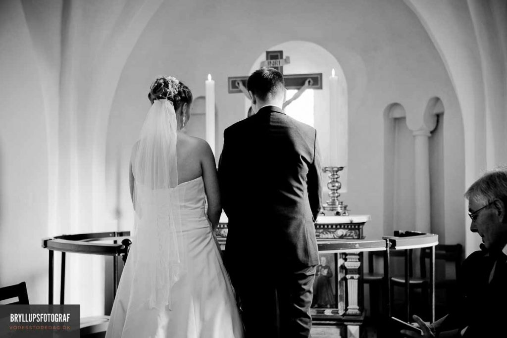greve kirke brudepar ved alteret