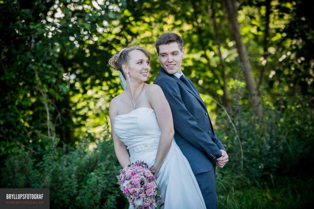 bryllupsbilleder af brudeparret greve strandkro