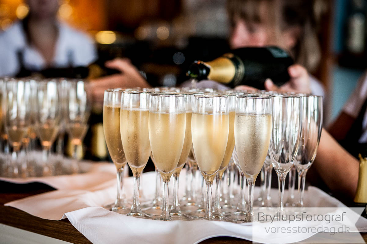 champagne og bryllupskage Helenekilde badehotel