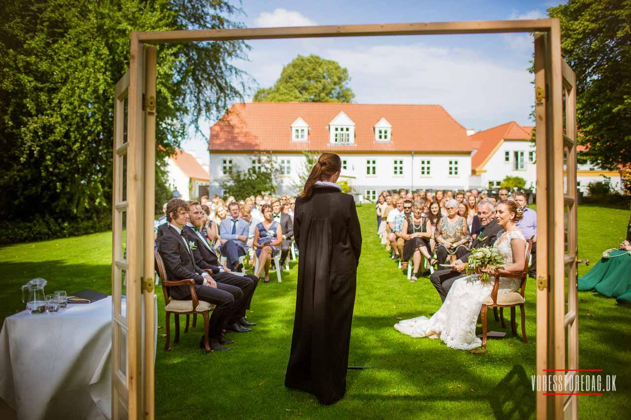 Fotograf Hobro til erhvervsfoto, portrætfoto, bryllupsfoto og familiefoto.